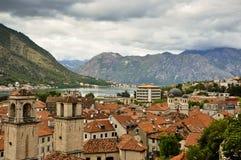 Vista a la ciudad vieja en Montenegro fotografía de archivo libre de regalías