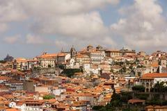 Vista a la ciudad vieja Oporto del puente Luis I Imagen de archivo