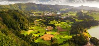 Vista a la ciudad y al valle de Furnas Foto de archivo libre de regalías