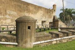 Vista a la pared exterior de la fortaleza de Ozama en Santo Domingo, República Dominicana fotografía de archivo libre de regalías