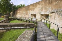 Vista a la pared exterior de la fortaleza de Ozama en Santo Domingo, República Dominicana imagenes de archivo