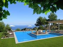Vista a la piscina y al mar Imagen de archivo libre de regalías