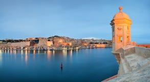 Vista a La Valletta da Senglea fotografie stock libere da diritti
