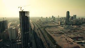 Vista larga e aérea, Skycrapers em Manama durante o por do sol Barém 02 video estoque