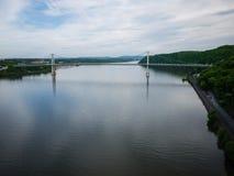 Vista larga sobre o Hudson da ponte da passagem de Poughkeepsie imagem de stock royalty free