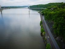 Vista larga sobre o Hudson da ponte da passagem de Poughkeepsie fotografia de stock