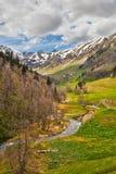 Vista a las colinas de las montañas del Cáucaso cerca de Arkhyz, Karachay-Ch Imagen de archivo
