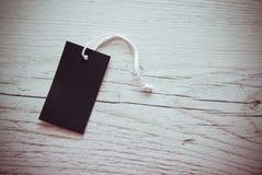 Vista las etiquetas en la madera blanca imágenes de archivo libres de regalías