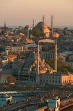 Vista a las mezquitas de la torre de Galata imagen de archivo libre de regalías