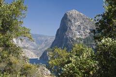 Vista a las montañas y al Hetch Hetchy Imágenes de archivo libres de regalías