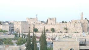 Vista a las paredes de la ciudad vieja de Jerusalén almacen de video