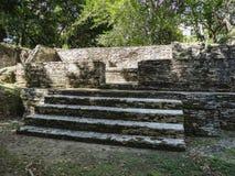 Vista a las ruinas arqueológicas de la reserva de Xunantunich en Belice foto de archivo