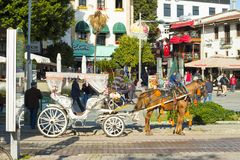Vista lateral Antalya del carro traído por caballo turístico imagen de archivo