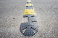Vista lateral da faixa danificada para reduzir a velocidade Imagem de Stock
