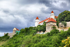 Vista lateral de Bratislava Castle imagen de archivo