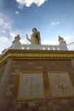 Vista lateral de Buda del soporte Imagen de archivo libre de regalías