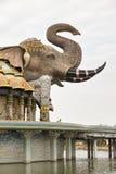 Vista lateral de la bóveda del elefante de Wat Ban-Rai Imágenes de archivo libres de regalías