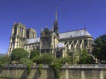 Vista lateral de la catedral de Notre Dame, París Fotos de archivo