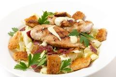 Vista lateral de la ensalada César del pollo Foto de archivo