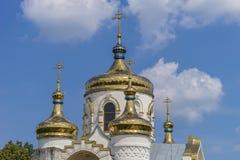 Vista lateral de la iglesia vieja Imágenes de archivo libres de regalías