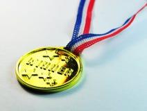 Vista lateral de la medalla de oro del ganador Imágenes de archivo libres de regalías