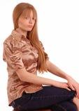 Vista lateral de la sentada adolescente Imagen de archivo libre de regalías