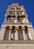 Vista lateral de la torre de alarma Fotos de archivo
