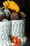 Vista lateral de la torta de boda Fotos de archivo libres de regalías