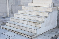 Vista lateral de las escaleras de mármol Fotos de archivo