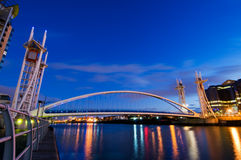 Vista lateral de Manchester del puente del milenio Fotografía de archivo