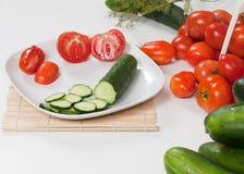 Vista lateral de tomates rebanados plateados Foto de archivo libre de regalías