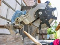 Vista lateral de uma serra circular Foto de Stock