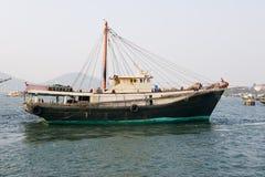 Barco rastreador de la pesca foto de archivo
