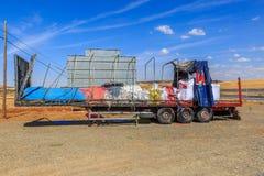 Vista lateral de un remolque de un camión, quemado totalmente Foto de archivo