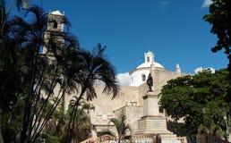 Vista lateral de una iglesia en Mérida, México fotos de archivo libres de regalías