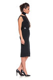 Vista lateral de una mujer joven de la moda en vestido negro Imagenes de archivo