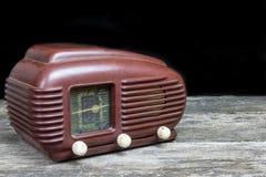 Vista lateral de una radio vieja Imágenes de archivo libres de regalías