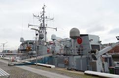 Vista lateral del barco de la Armada irlandés en el río Liffey en Dublín, Irlanda imagen de archivo