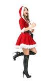 Vista lateral del funcionamiento alegre emocionado de la mujer de Papá Noel Imágenes de archivo libres de regalías