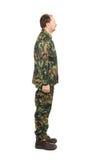 Vista lateral del hombre en traje de los militares Fotografía de archivo libre de regalías