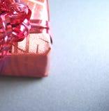 Vista lateral del rectángulo de regalo Foto de archivo libre de regalías