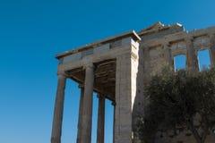 Vista lateral del templo de la acrópolis Fotos de archivo libres de regalías