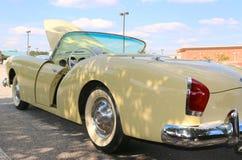 Vista lateral do carro 1947 muito raro de Kaiser Frazer Antique Imagem de Stock