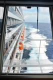 Vista lateral do navio de cruzeiros foto de stock