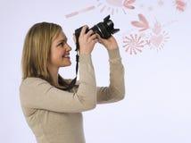 Vista lateral golpeteos de fotografía de la mujer joven de los diversos sobre el fondo blanco Imagenes de archivo