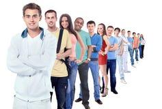 Vista lateral integral de los hombres de negocios creativos que se oponen en fila al fondo blanco Imagen de archivo