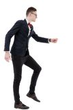 Vista lateral integral del hombre de negocios que sube pasos imaginarios AG Imagen de archivo