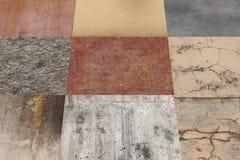 Vista lateral na parede feita de elementos quadrados Imagem de Stock