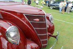 Vista laterale classica della griglia di radiatore dell'automobile fotografia stock libera da diritti