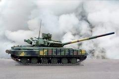 Vista laterale del carro armato dei veicoli militari immagine stock libera da diritti
